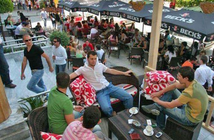 Албания заняла 2-е место в мире по числу кафе и баров на душу населения