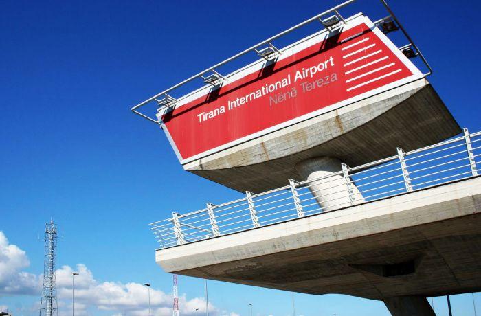 Добраться из столицы Албании до аэропорта Ринас можно будет на электробусе