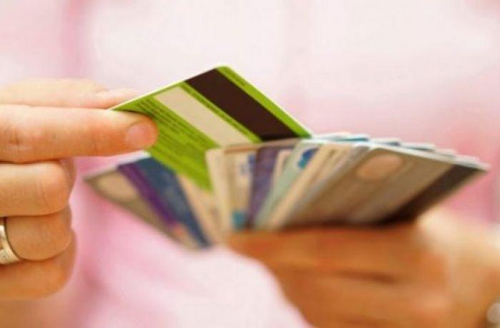 Использование банковских карт в Албании выросло из-за пандемии