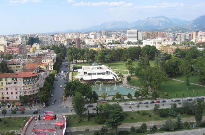 Муниципалитет Тираны запустит 13 проектов по реконструкции дорог, парков и школ