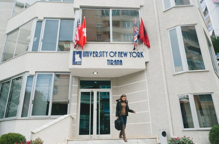 Албанские женщины превзошли мужчин в области высшего образования