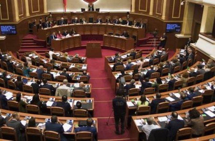 Сократить зарплаты депутатов и отменить им льготы могут в Албании