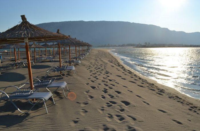 """Сотрудники туристических фирм Албании не могут получить """"вертолётные деньги"""""""