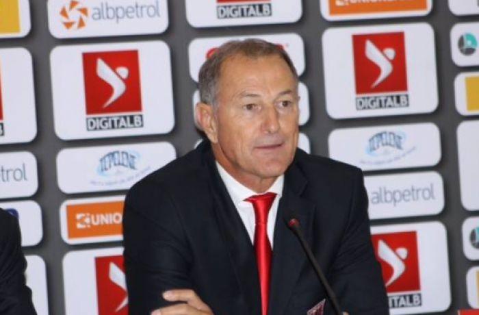 Тренер футбольной сборной Страны орлов получил албанский паспорт