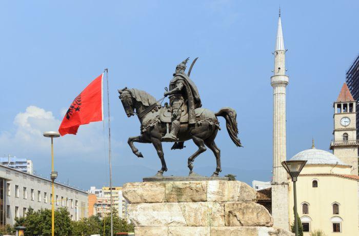День освобождения от коммунистической диктатуры отпраздновали албанцы