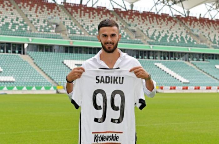 Нападающий сборной Албании Армандо Садику перешел в польский футбольный клуб Легия