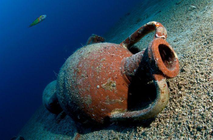 22 древних амфоры найдены у албанского побережья