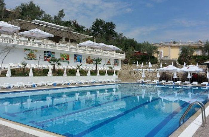 Албания меняет правила пользования бассейнами из-за COVID-19