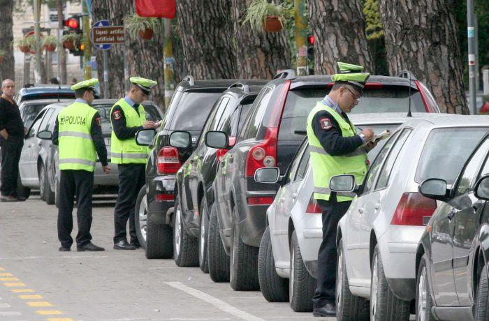 Полиция Албании автомобилистам: оплатите штрафы или останетесь без машин