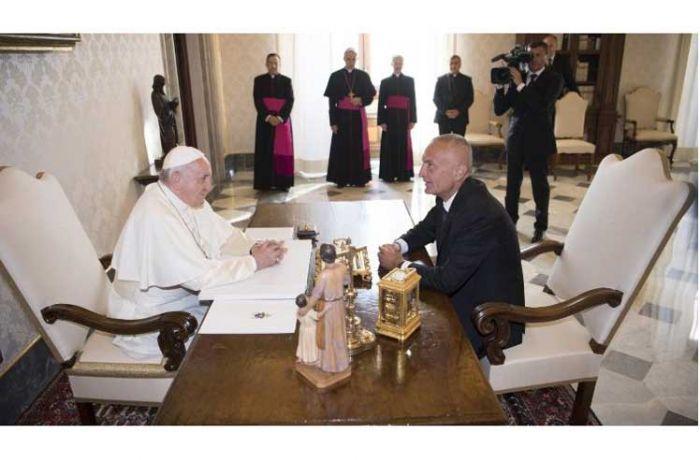Папа римский Франциск принял президента Албании Илира Мету