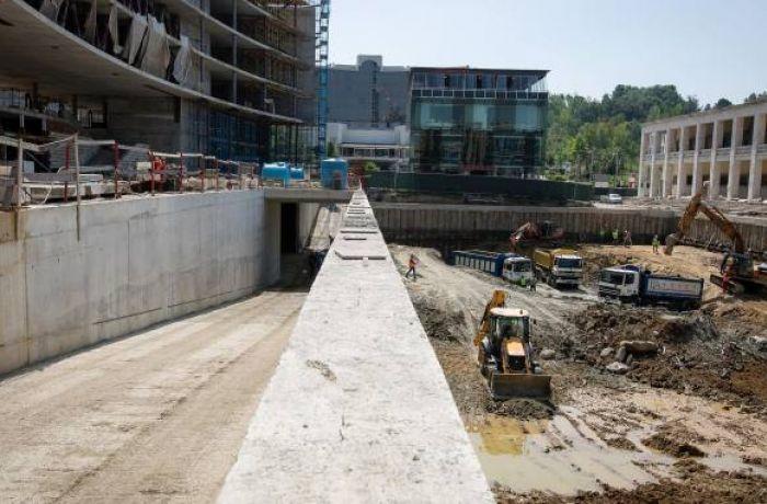 Как в албанской столице Тиране решают проблему с парковками