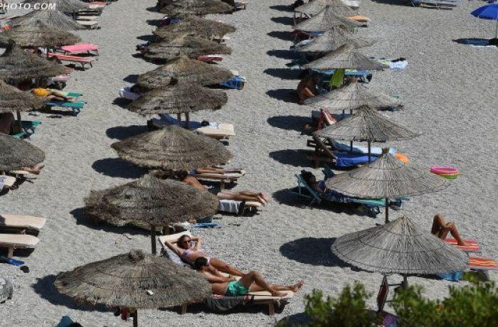 Названы самые грязные пляжи Албании