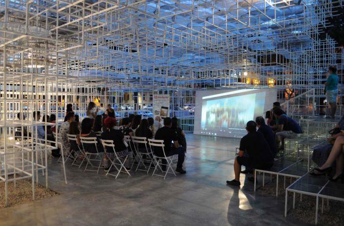 В албанской столице Тиране проходит фестиваль фотографии